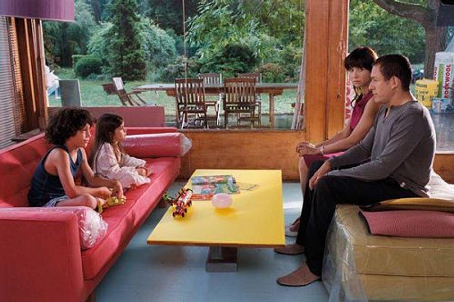 de l 39 autre c t du lit film 2009 pascale pouzadoux. Black Bedroom Furniture Sets. Home Design Ideas