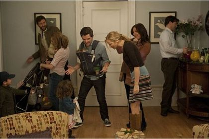 Friends with kids - Photo 3