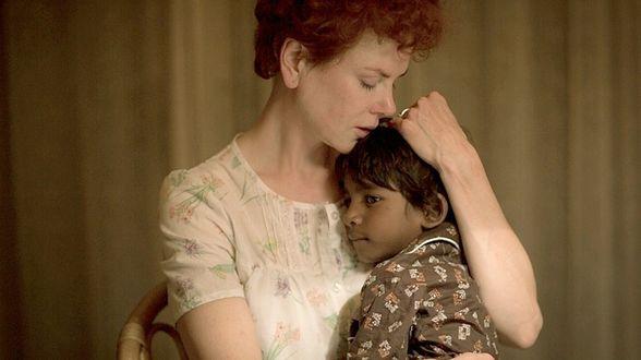 Schrijver Salman Rushdi schrijft hartstochtig pleidooi voor de film Lion - Actueel