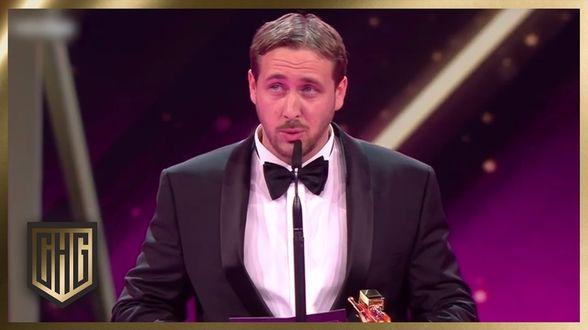 Ryan Gosling-imitator verschalkt Duitse awardshow - Actueel